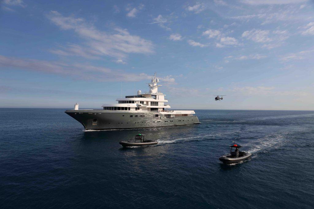 Planet Nine, il motor yacht explorer di 75 metri della flotta Admiral è il protagonista delle riprese in Italia di Tenet