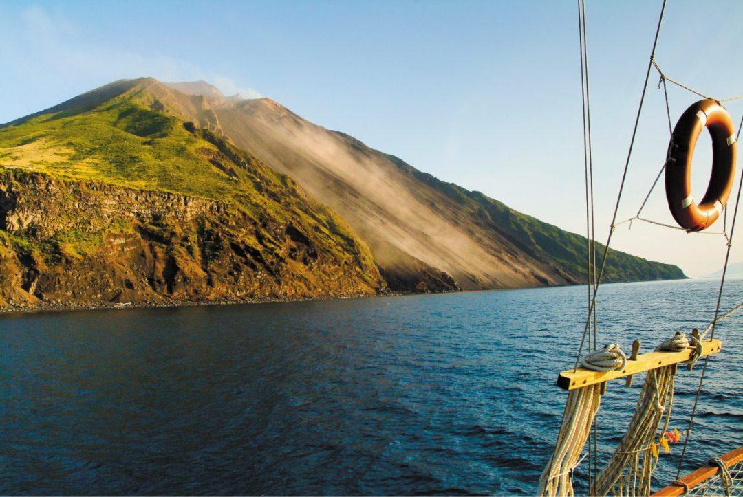 """Stromboli: alla scoperta dell'isola eoliana e dell'anima di """"Iddu"""""""