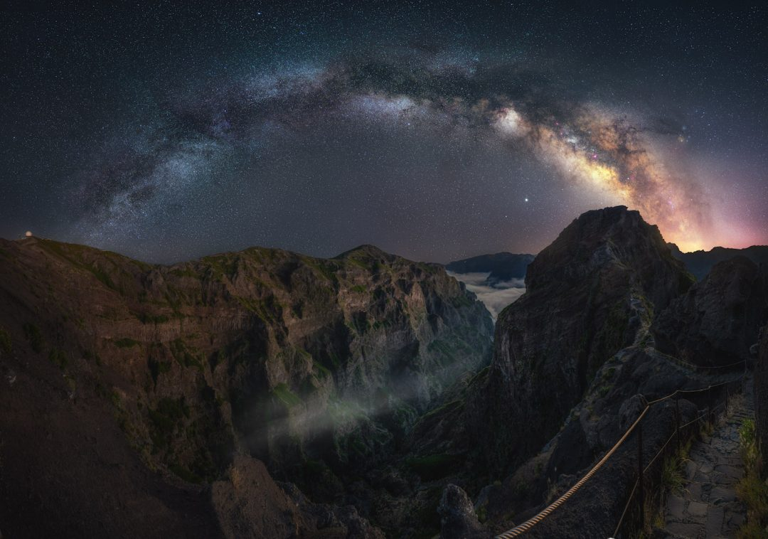 Gli affascinanti cieli notturni d'Europa, che sembrano illuminati a giorno
