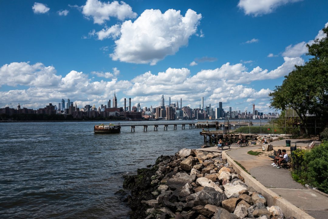 Caffè, jogging, treni, mercatini: la vita quotidiana a New York dopo il lockdown