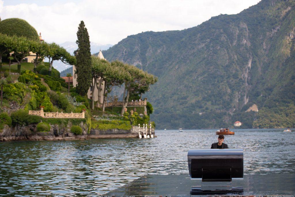 Alessandro Martire, giovane pianista e compositore comasco recentemente nominato Ambasciatore e Testimonial del Lago di Como