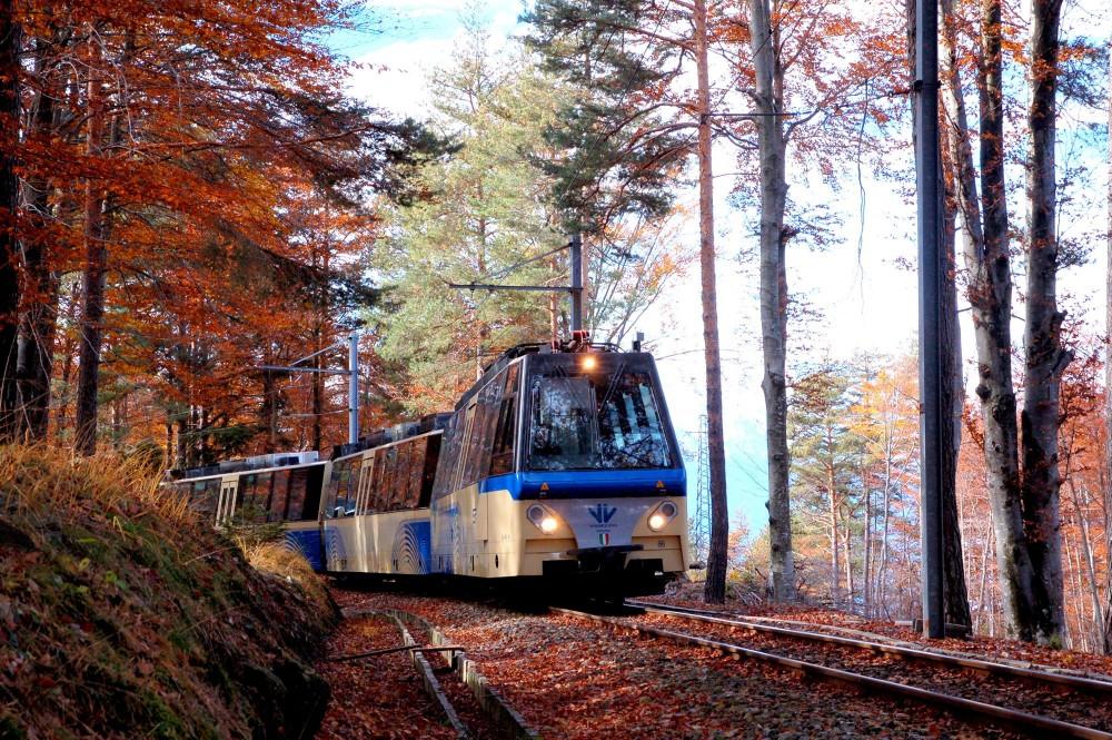 Sul Treno del foliage: lo spettacolo dell'autunno tra la Val Vigezzo e il Canton Ticino