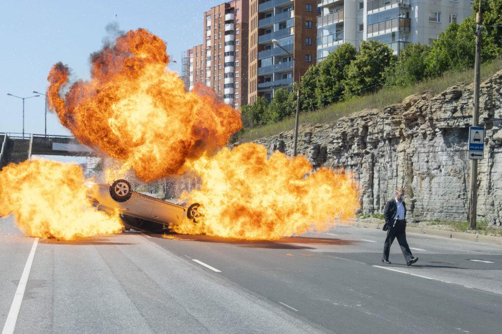 Tenet scena dell'inseguimento con le auto invertite è stata girata sull'autostrada di Tallin
