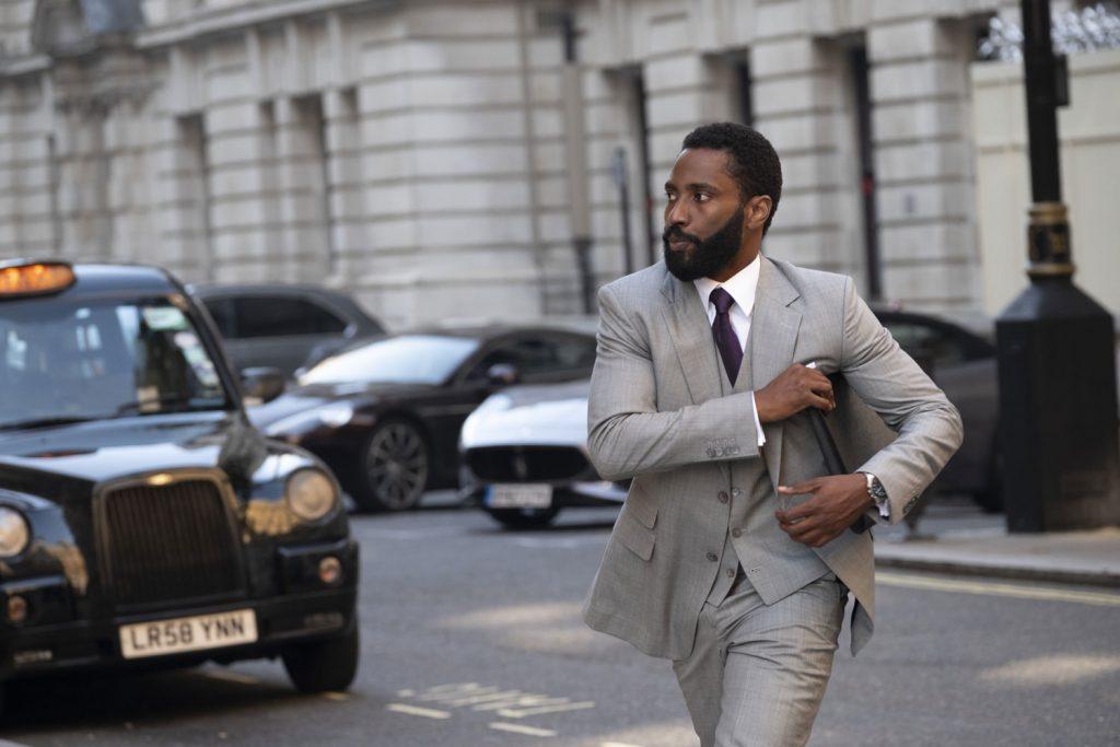 Location tenet John David Washington, il Protagonista di Tenet, nelle strade di Londra: sta per incontrare l'agente segreto Crosby ()