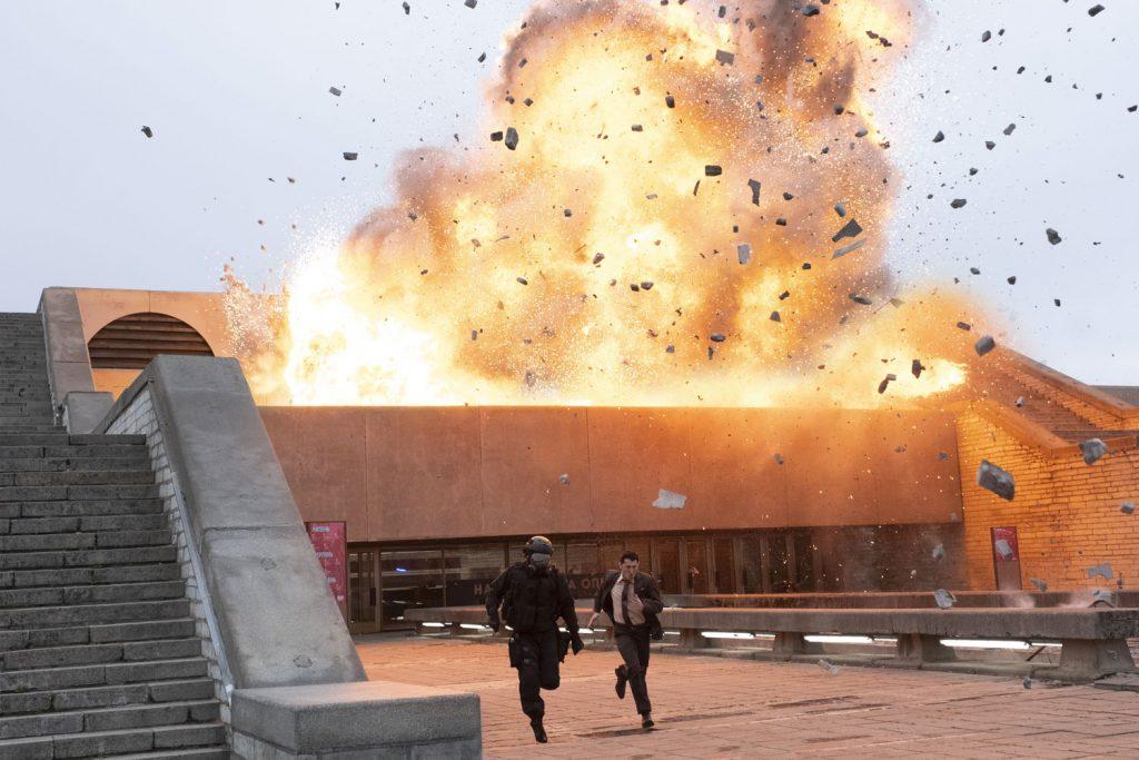 Una scena dell'attacco all'Opera in Tenet. L'edificio si trova a Tallin, in Estonia (© 2020 Warner Bros. Entertainment Inc. All Rights Reserved. Photo Credit: Melinda Sue Gordon)