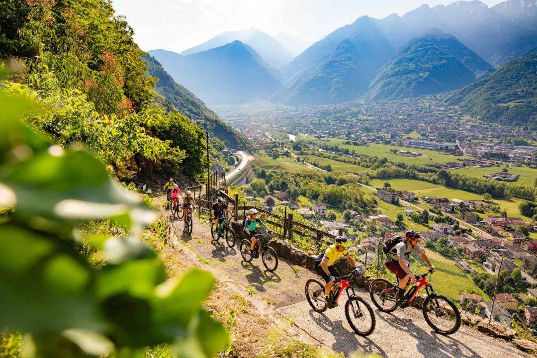 Nel weekend del 19-20 settembre, il Valtellina E-bike Festival porta a scoprire le montagne della provincia di Sondrio sui pedali (foto di Ezequiel Urrets)