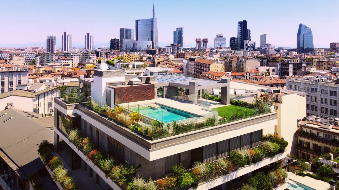 Milano, l'attico da sogno: piscina sul tetto e 800 metri quadrati di lusso
