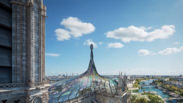 Un tetto di vetro colorato per il restauro della Cattedrale di Notre-Dame a Parigi