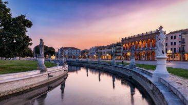 Il tramonto su Prato della Valle, a Padova, dove si viene per la nuova mostra di Van Gogh (ph. istock)
