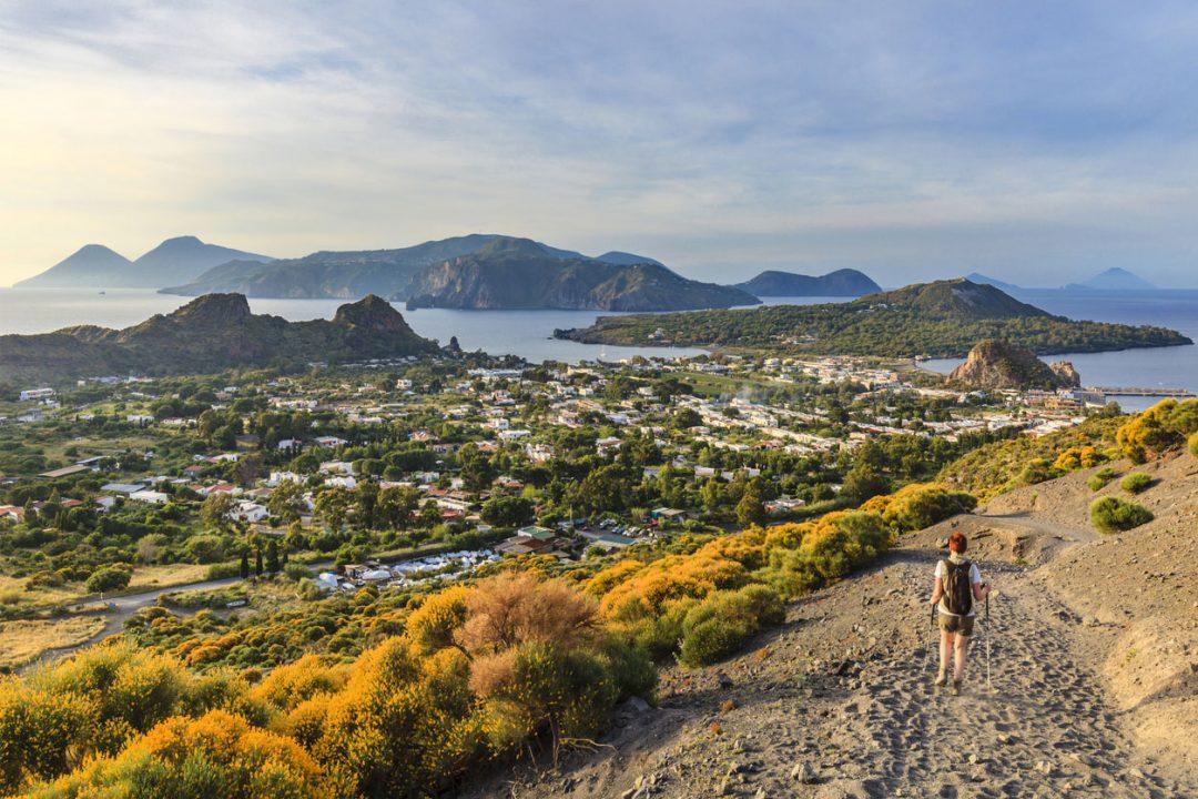 Vulcano: 10 cose da fare per godersi l'isola fuori stagione, tra spiagge nere e crateri fumanti