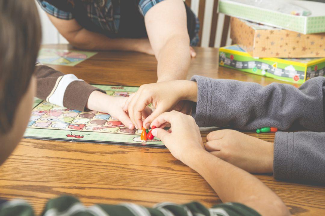 Giochi da tavolo per bambini o adulti: i migliori per divertirsi a Natale e Capodanno