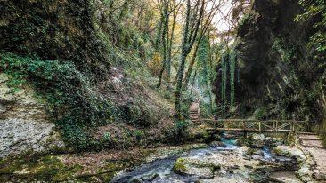 Vacanza in Abruzzo: sport, neve, natura e antichi borghi (sognando di avvistare i lupi)