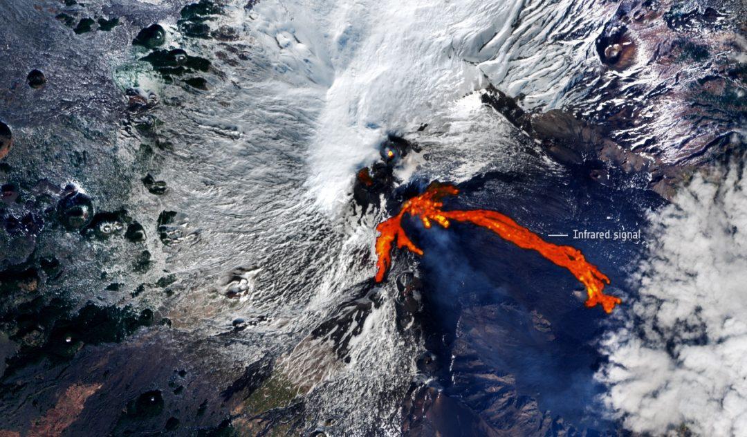 L'eruzione dell'Etna vista dal satellite: lo spettacolare scatto dell'Agenzia spaziale europea