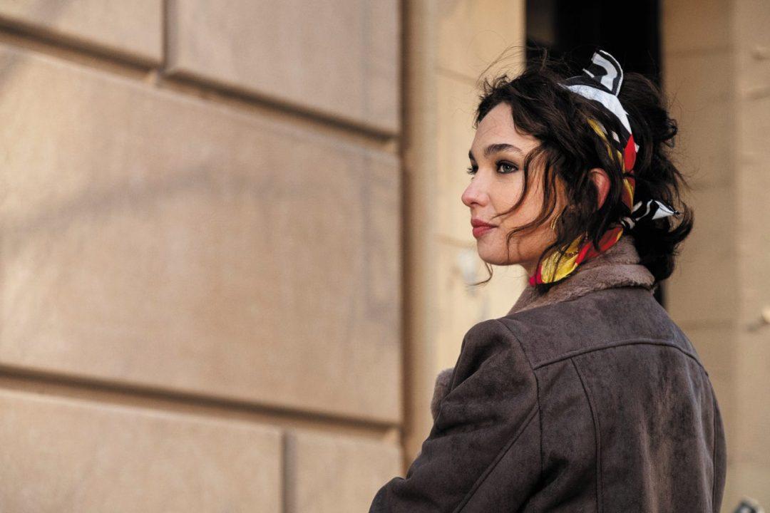 Matilda De Angelis, attrice italiana di The Undoing e L'Isola delle Rose sul palco di Sanremo