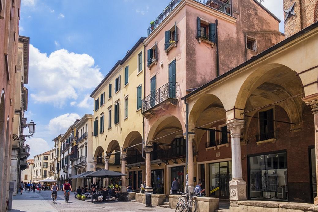 """Le 15 strade dello """"struscio"""" più belle d'Italia"""