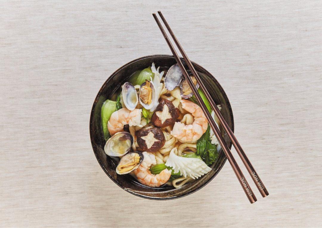 Delivery etnico: gli indirizzi sceltissimi dove ordinare sushi e altre specialità. In tutta Italia