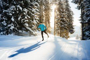 Sci di fondo: dove sciare (in sicurezza) tra boschi e paesaggi da fiaba