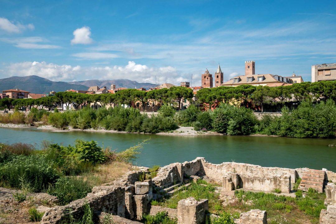 Weekend ad Albenga, tra i carruggi del borgo vecchio e i vigneti dell'entroterra