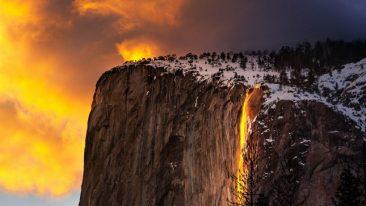 """Le """"cascate di fuoco"""" al parco Yosemite: lo spettacolo si è ripetuto anche quest'anno"""