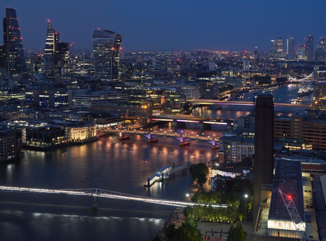 ponti Tamigi illuminati Londra