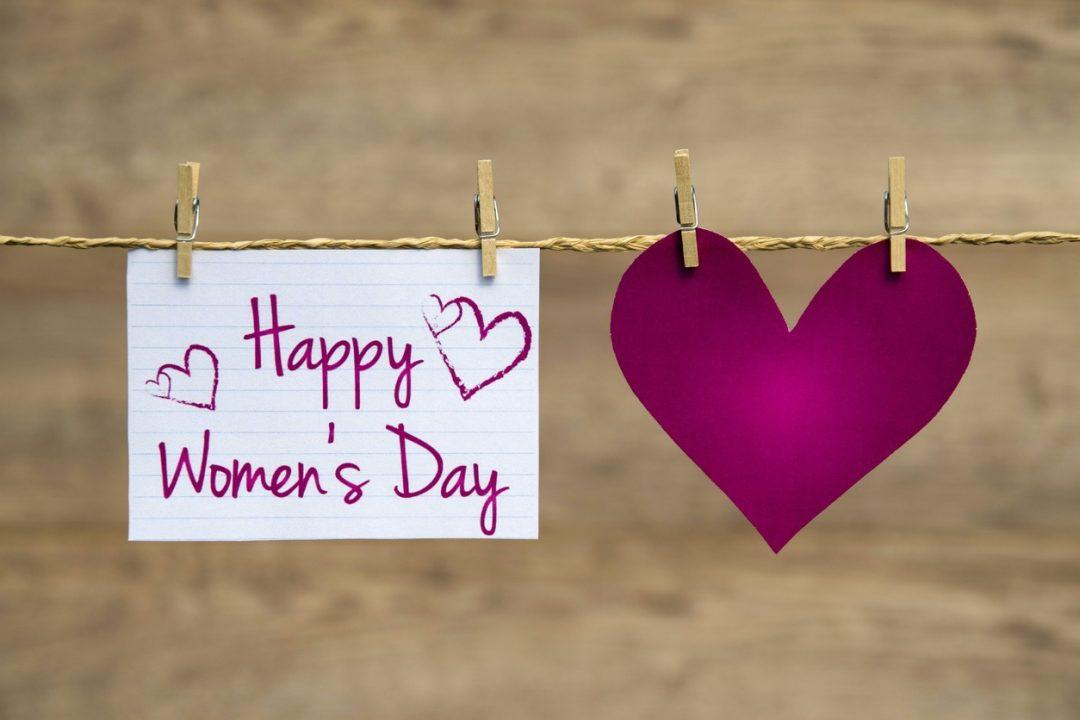 Messaggio di auguri per la festa delle donne speciali: frasi divertenti, citazioni, aforismi