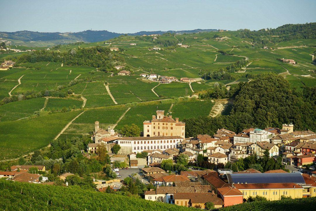 Borgo Barolo Cuneo Piemonte