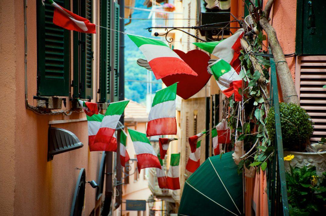 25 Aprile le bandiere per la festa della liberazione