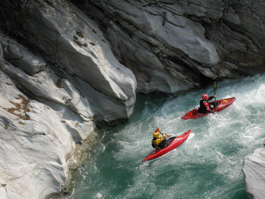 sport fluviali in Italia: rafting, hydrospeed, Sup, canyoning, kayak: divertirsi tra fiumi, gole e cascate. Ecco i luoghi migliori in Italia