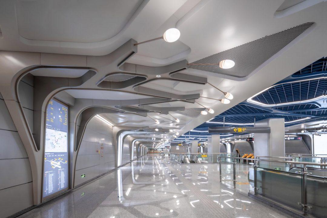Cina: questa linea della metropolitana sembra un'astronave