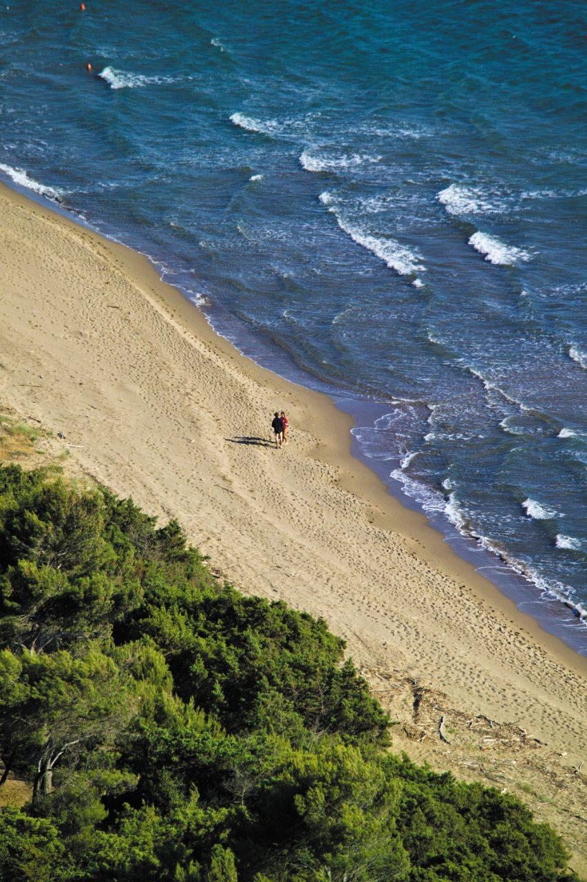 Talamone: nel cuore della Maremma, per divertirsi sul mare con il wing foil
