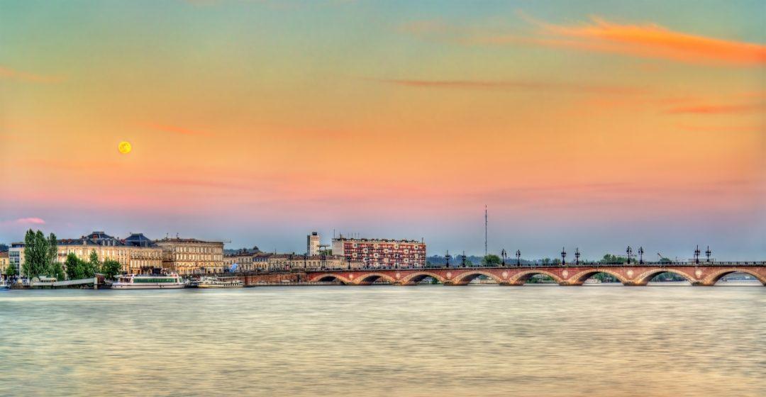 Port de la Lune a Bordeaux, Francia