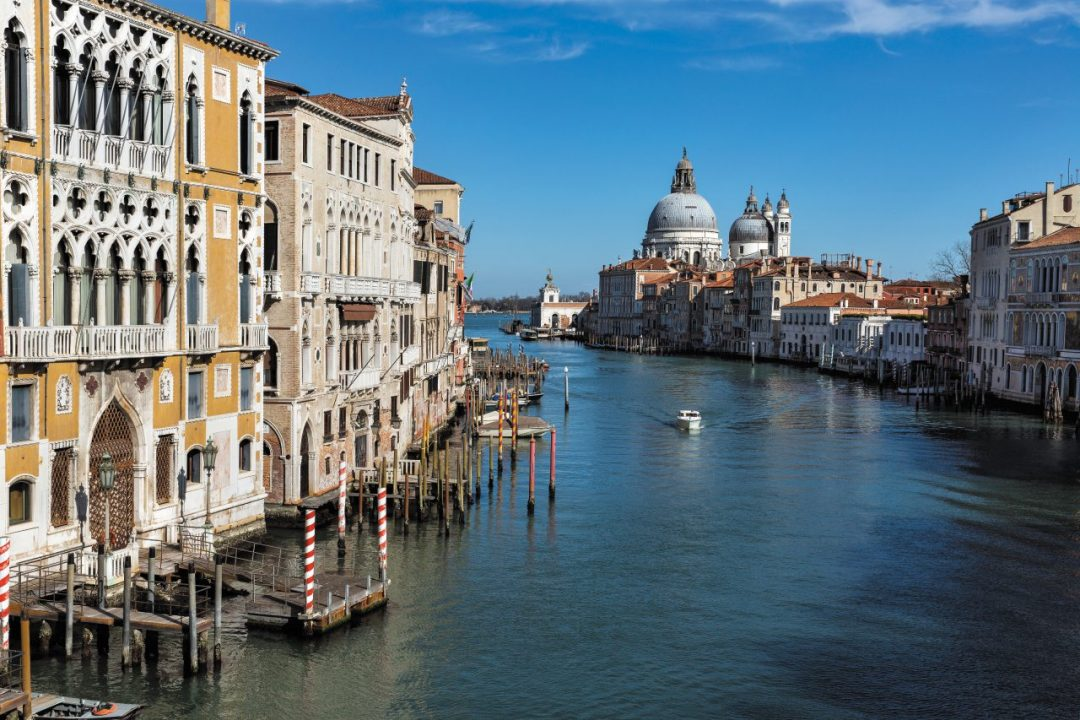 Un viaggio tra i canali e le librerie di venezia