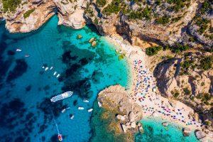 Annunciate le spiagge 5 Vele 2021 di Legambiente e Touring Club: ecco il mare più bello e pulito d'Italia