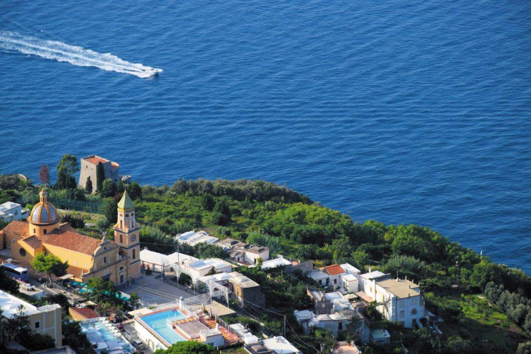 Praiano, tutta un'altra Costiera: le spiagge più belle e le attrazioni da non perdere in un weekend