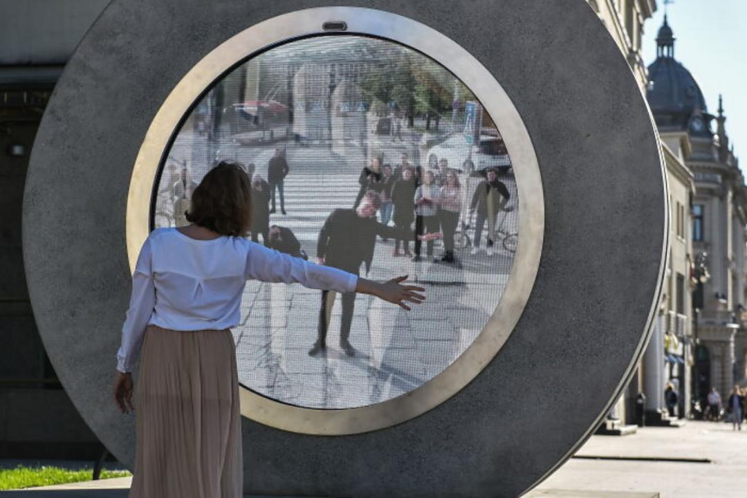 """Vilnius e Lublino collegate da un portale in stile Stargate: """"Un ponte per unire il pianeta"""""""