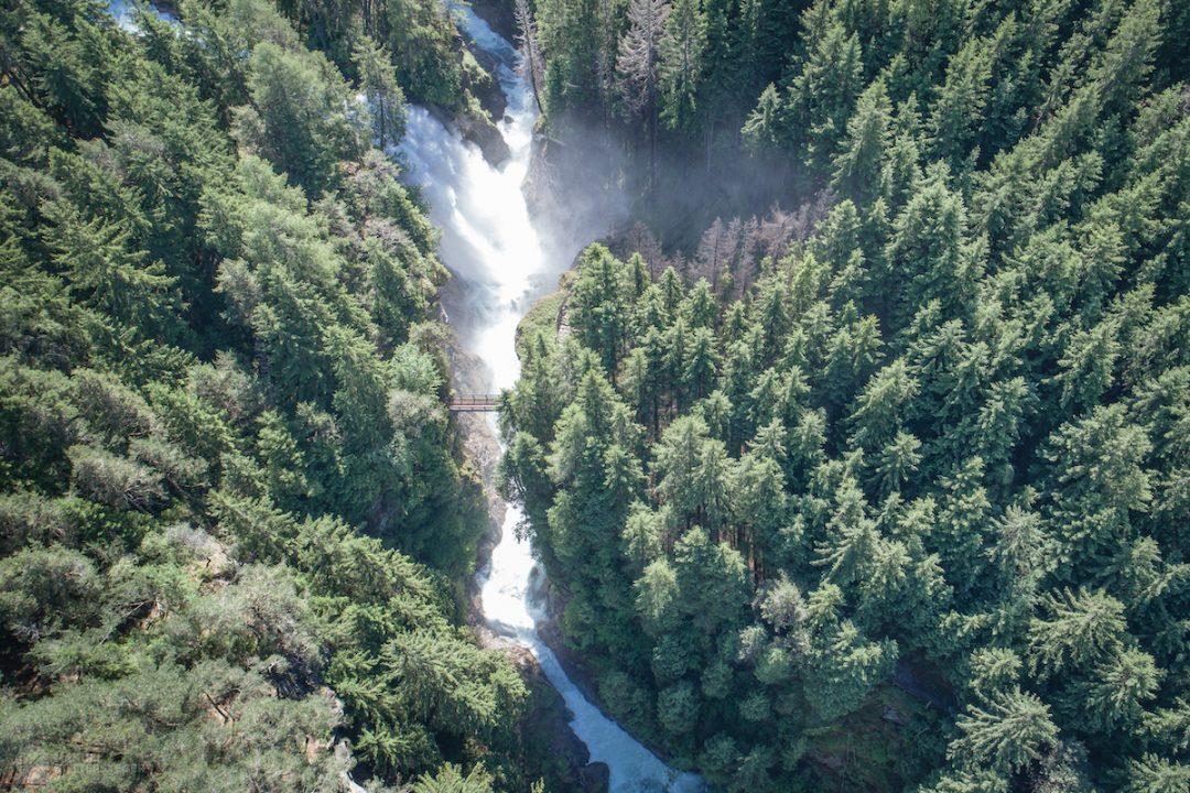 Ammirare la potenza delle cascate