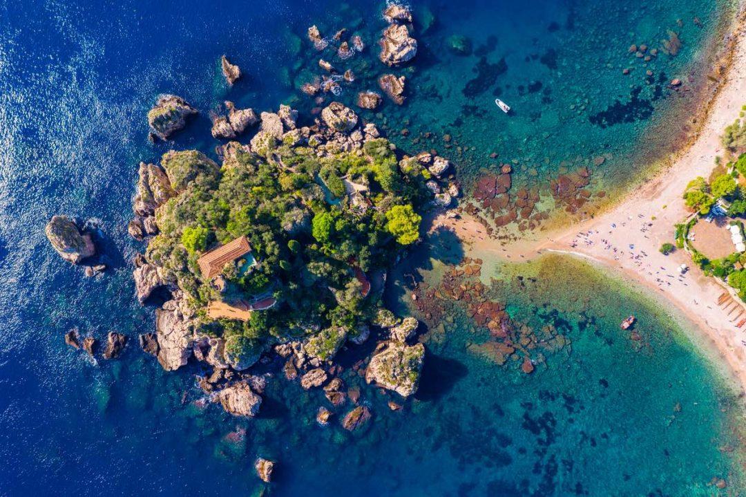 cosa vedere a Taormina: le spiagge, gli hotel e l'isola bella