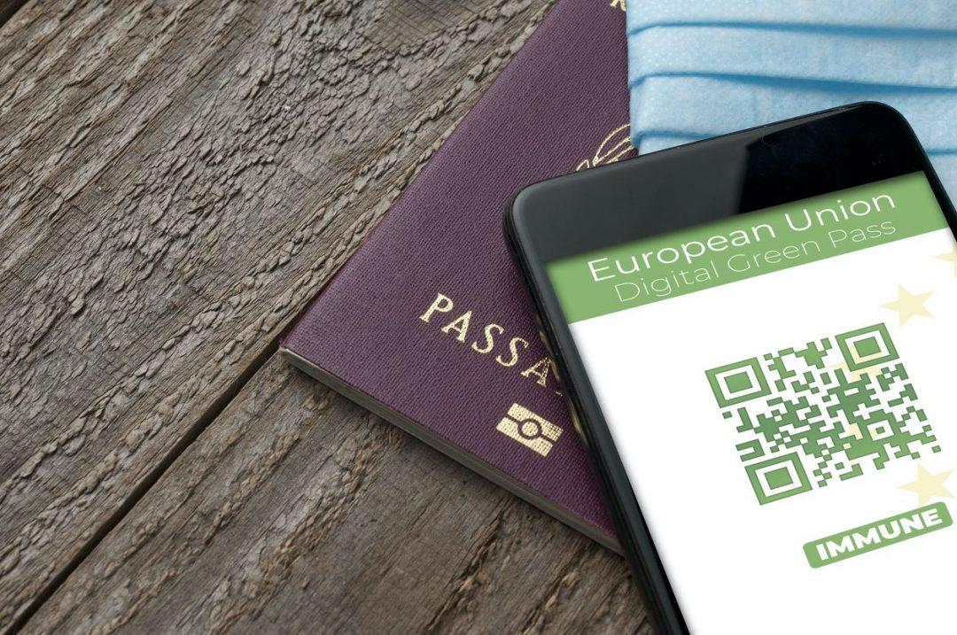 Green pass: cos'è, come si ottiene e come funziona il certificato verde per viaggiare in Italia e in Europa