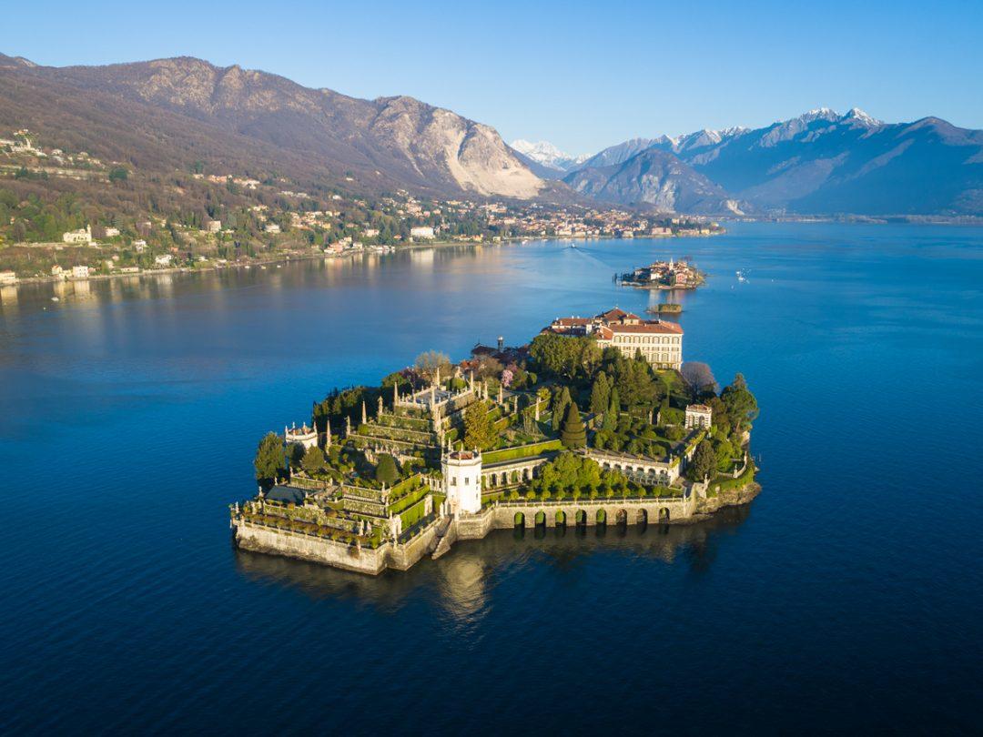 A filo d'acqua, tra eremi e parchi in fiore (lago Maggiore, Piemonte/Lombardia)
