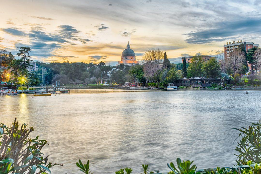 Picnic urbano in riva al lago (Roma)