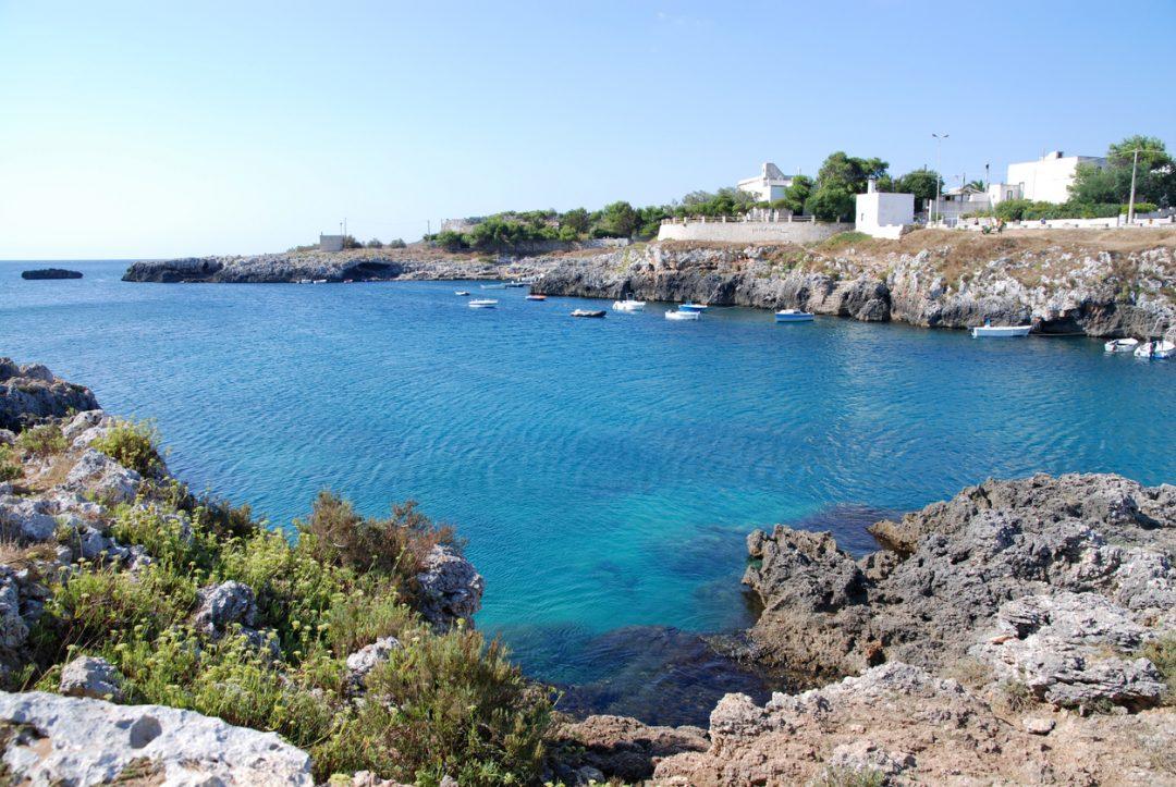 Un picnic tra ricci di mare, mortadella e provola (Porto Badisco, Puglia)