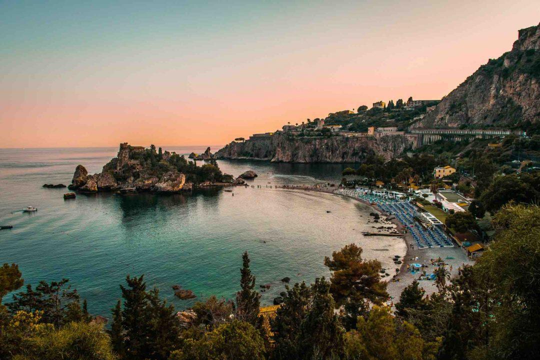 Cosa vedere a Taormina: le spiagge, gli hotel più belli, le escursioni nei dintorni