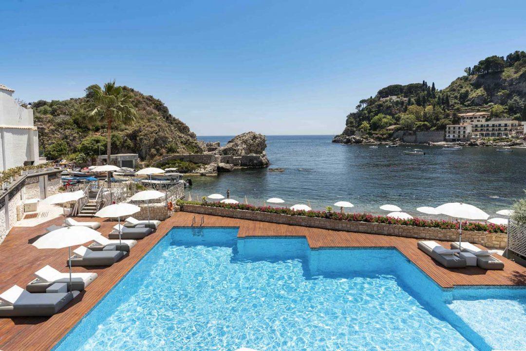La dolce estate di Taormina: cosa vedere, le spiagge, i borghi e i tesori dell'Etna da scoprire