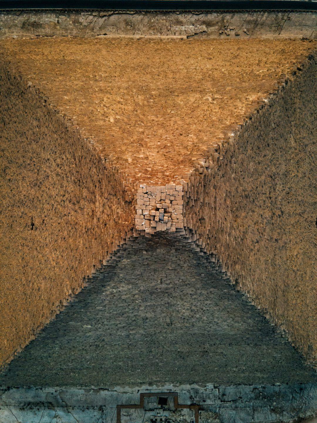La Grande Piramide di Giza come non l'avete mai vista: lo spettacolare zoom dall'alto