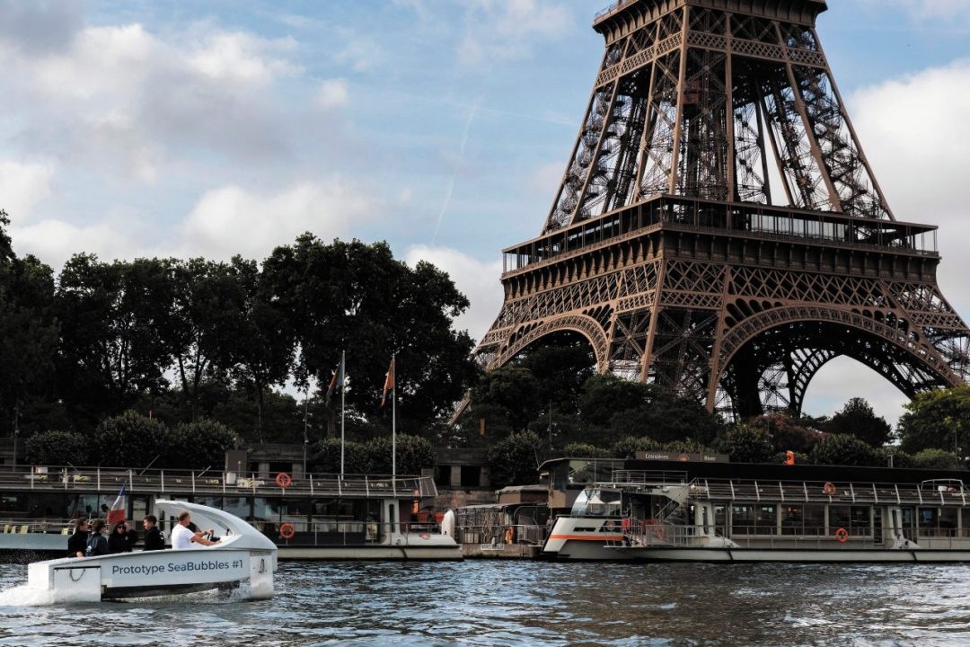 Parigi, in elicottero a idrogeno