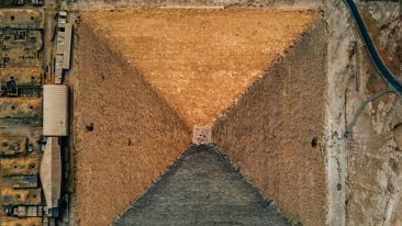 La Grande piramide di Giza o Piramide di Cheope, A Giza, Il Cairo, Egitto, vista dall'alto