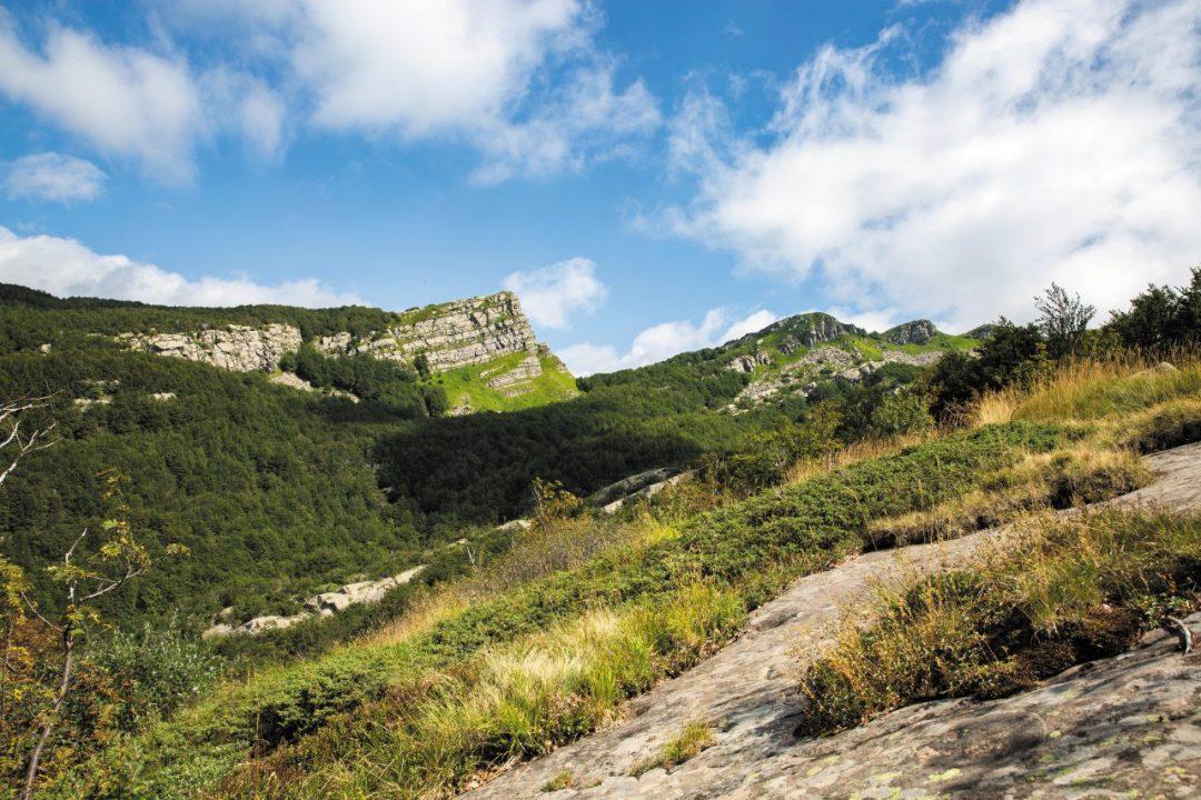 Sull'Appennino Parmense: relax tra laghi, sentieri di trekking e buona tavola