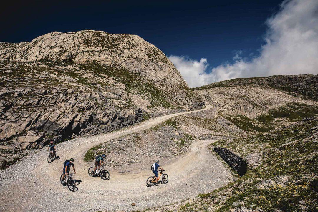 Alta Via del Sale, in ebike sulle montagne piemontesi con vista sul Mar Ligure