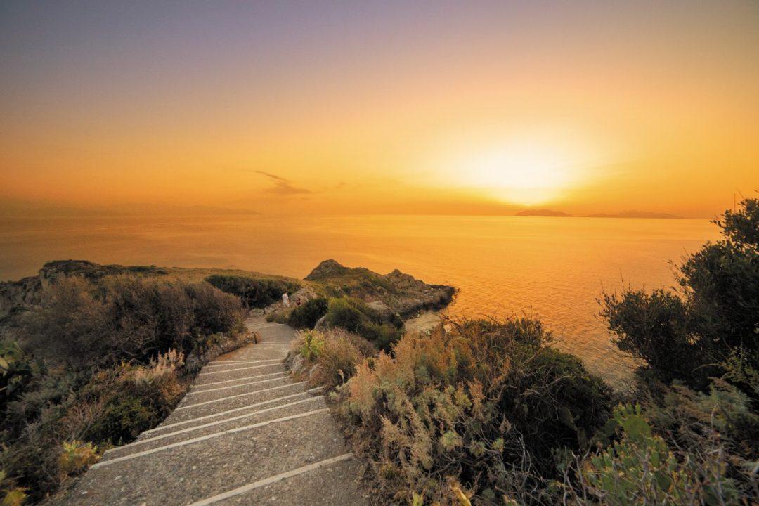 Sulla Costa Saracena: tra spiagge, santuari e castelli, alla scoperta dell'altra Sicilia
