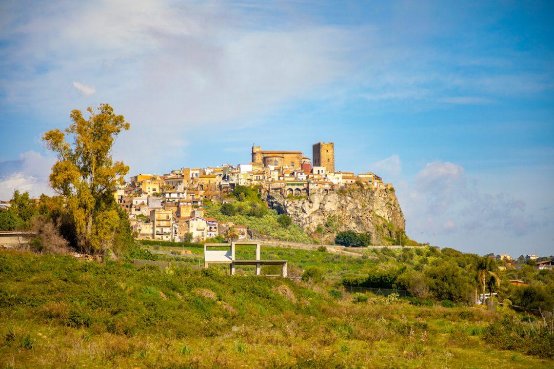 Festival Lirico dei Teatri di Pietra: spettacoli, opere e concerti nei siti più affascinanti della Sicilia